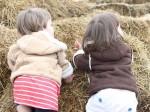 帮助家里的幼儿学习如何穿外套